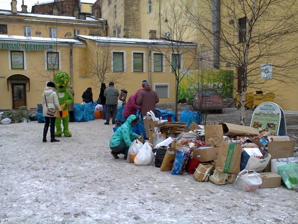 На акции по раздельному собру мусора. Такие акции проходят каждую субботу в разных районах Петербурга (http://vk.com/rsbor).